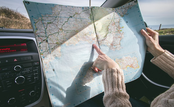 قم بتحديد وجهتك والمسار الذي ستسلكه وتمر به السيارة