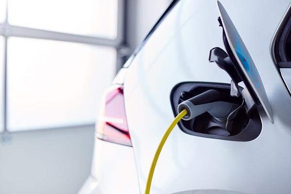 شحن السيارة الكهربائية في المنزل