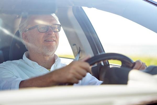 تصاب العين ببعض المشاكل والتغييرات نتيجة التقدم في العمر، وغالبًا ما يبدأ ذلك بعد سن الأربعين