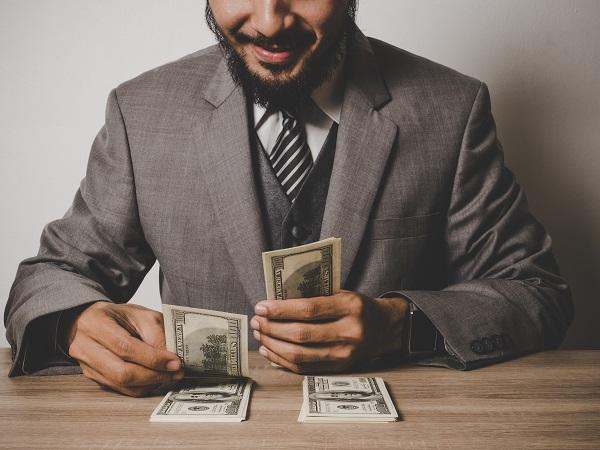 قد يقوم وكيل محتال بإرسال إشعارات عن إلغاء وثيقة التأمين حتى تدفع مبلغًا ماليًا