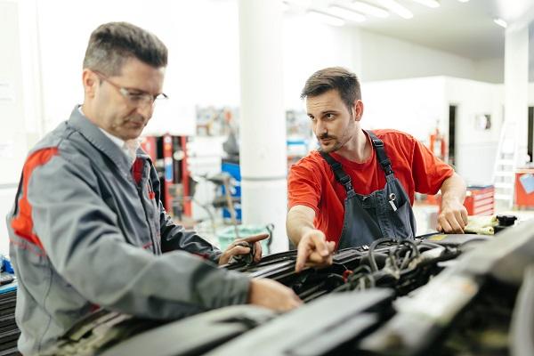 إمكانية إصلاح المركبة داخل ورش الوكالة للسيارات التي يزيد عمرها عن 3 سنوات
